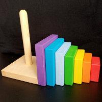 Радужная квадратная деревянная пирамида